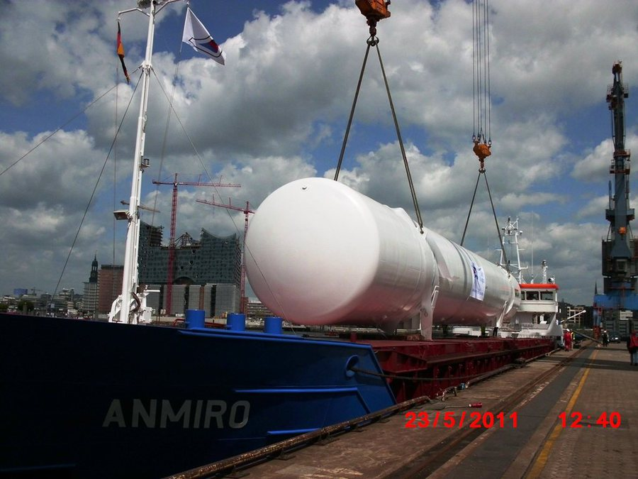 Sea transport of the biggest cryogenic tanks in the world